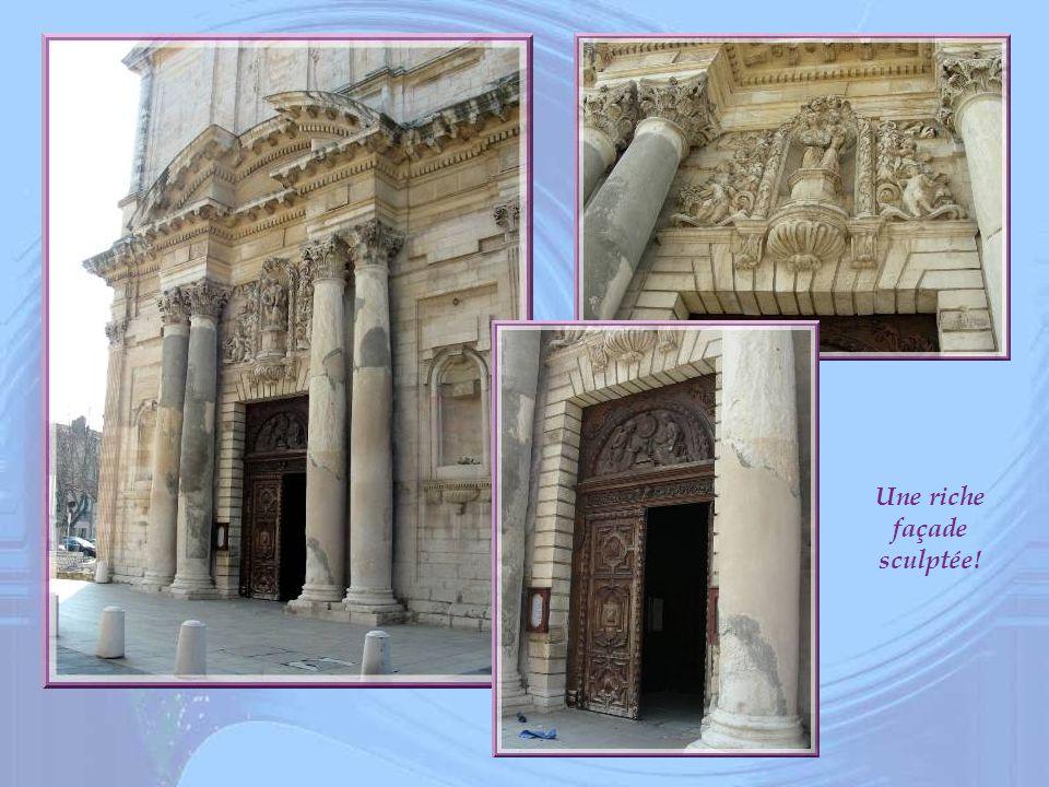 Une riche façade sculptée!