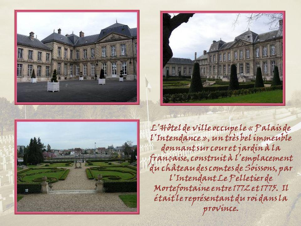 L'Hôtel de ville occupe le « Palais de l'Intendance », un très bel immeuble donnant sur cour et jardin à la française, construit à l'emplacement du château des comtes de Soissons, par l'Intendant Le Pelletier de Mortefontaine entre 1772 et 1775.