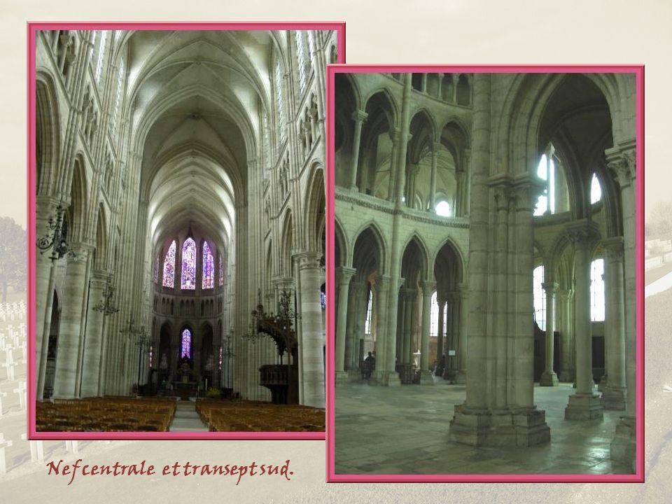 Nef centrale et transept sud.
