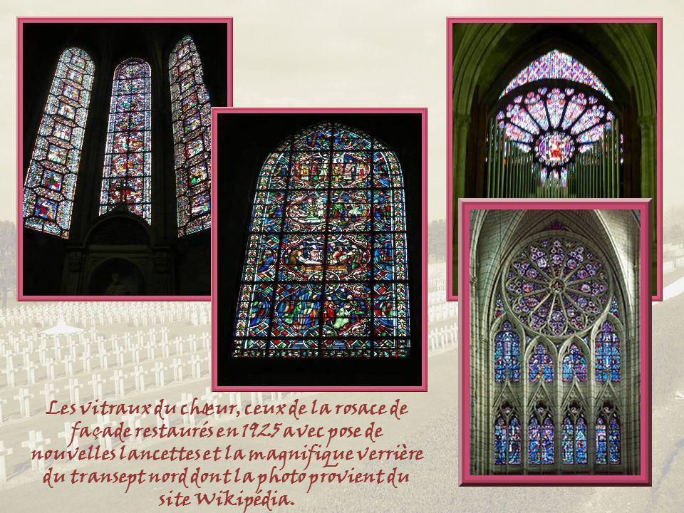 Les vitraux du chœur, ceux de la rosace de façade restaurés en 1925 avec pose de nouvelles lancettes et la magnifique verrière du transept nord dont la photo provient du site Wikipédia.