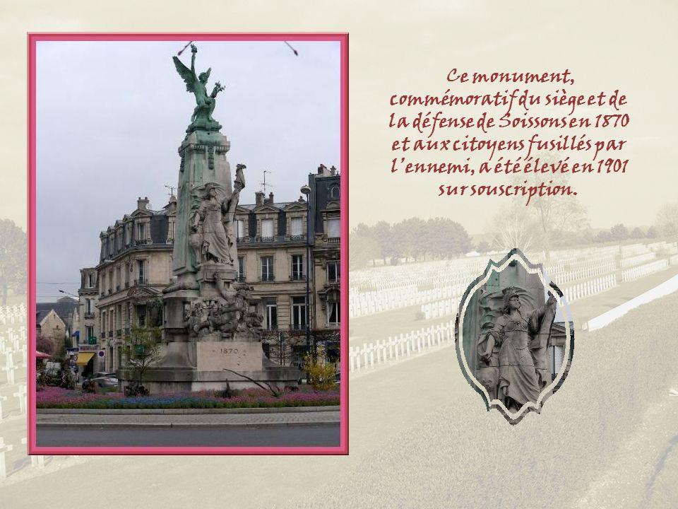 Ce monument, commémoratif du siège et de la défense de Soissons en 1870 et aux citoyens fusillés par l'ennemi, a été élevé en 1901 sur souscription.