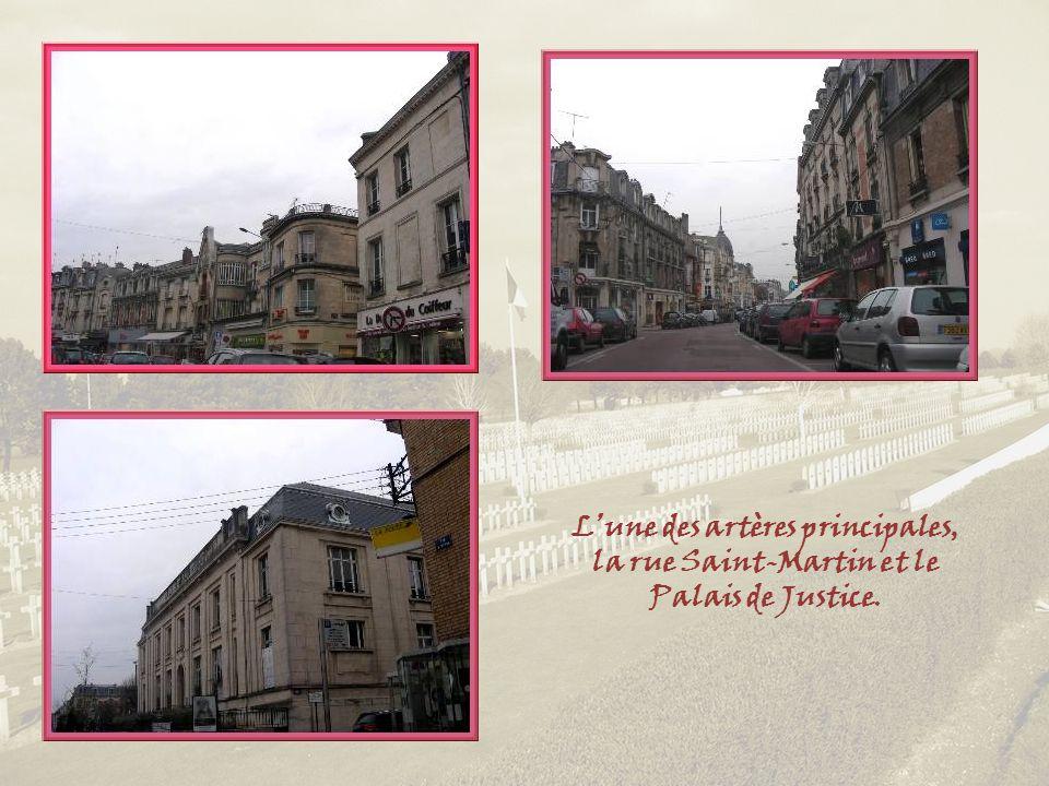 L'une des artères principales, la rue Saint-Martin et le Palais de Justice.