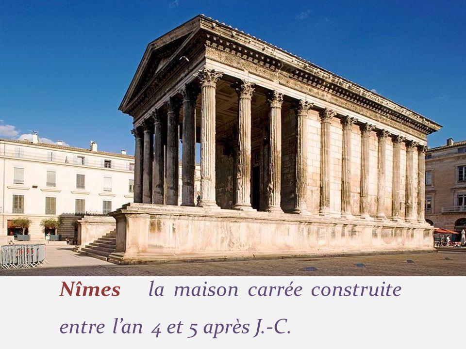 Nîmes la maison carrée construite entre l'an 4 et 5 après J.-C.