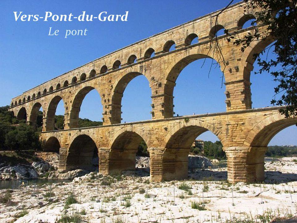 Vers-Pont-du-Gard . Le pont