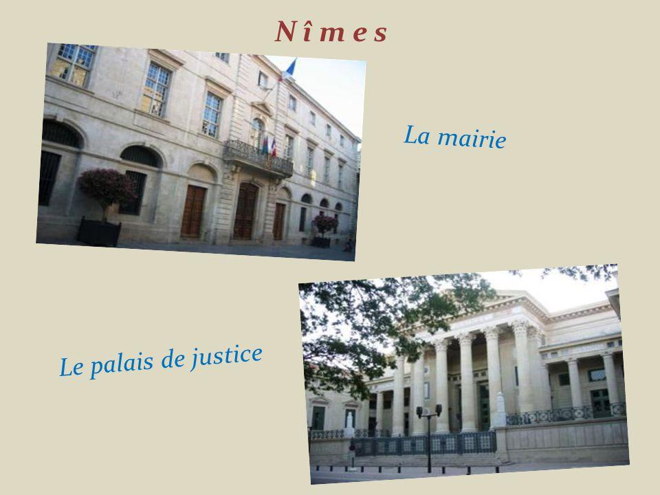 N î m e s La mairie Le palais de justice