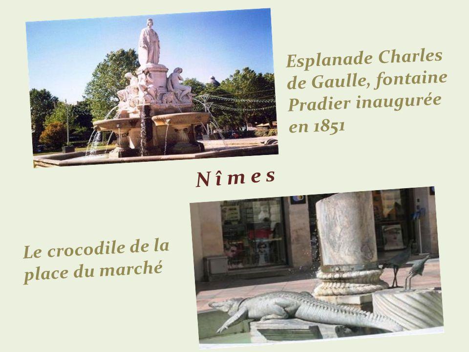 Esplanade Charles de Gaulle, fontaine Pradier inaugurée en 1851