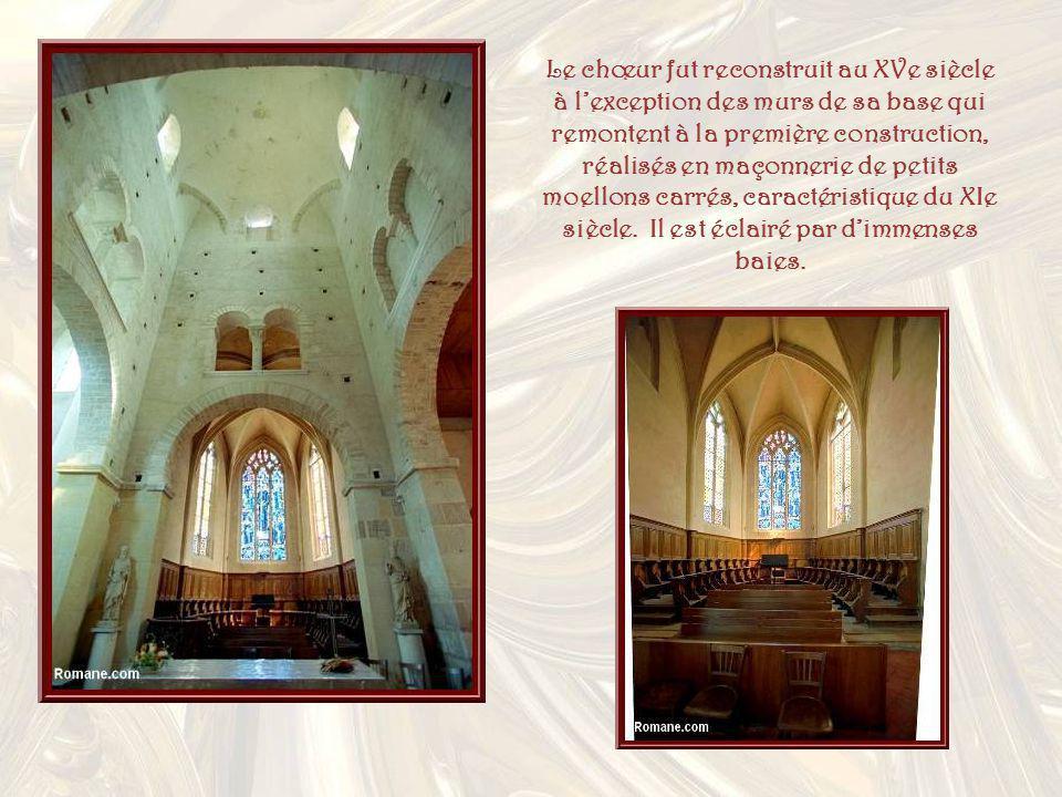 Le chœur fut reconstruit au XVe siècle à l'exception des murs de sa base qui remontent à la première construction, réalisés en maçonnerie de petits moellons carrés, caractéristique du XIe siècle.