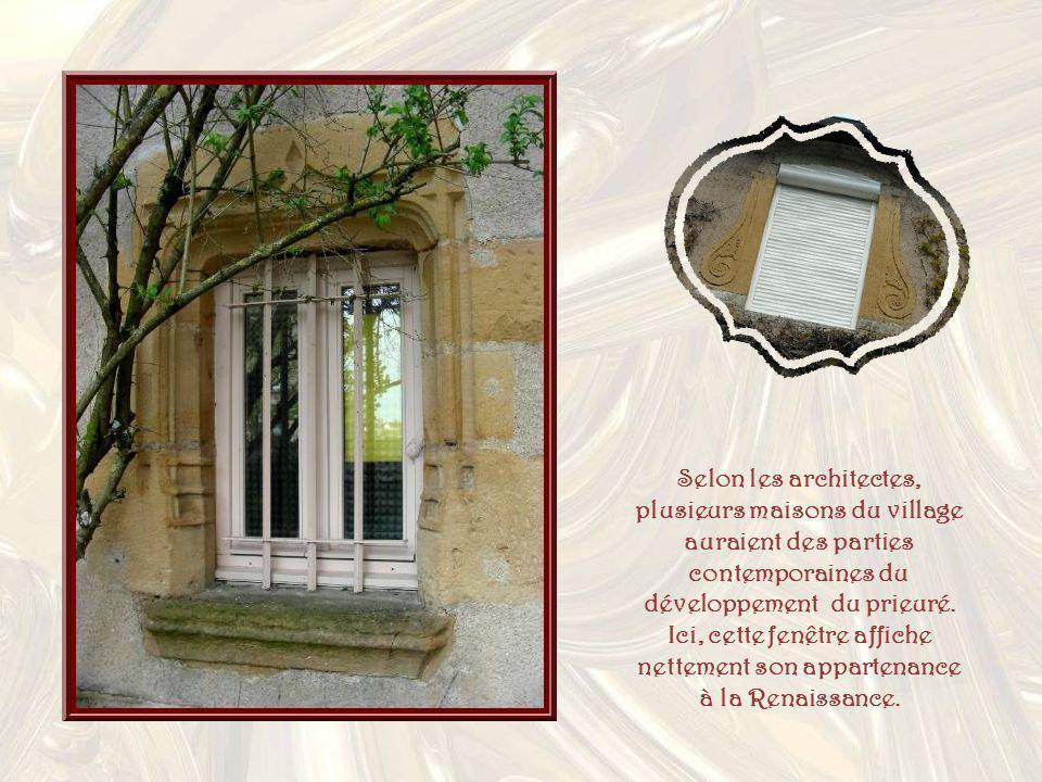 Selon les architectes, plusieurs maisons du village auraient des parties contemporaines du développement du prieuré.