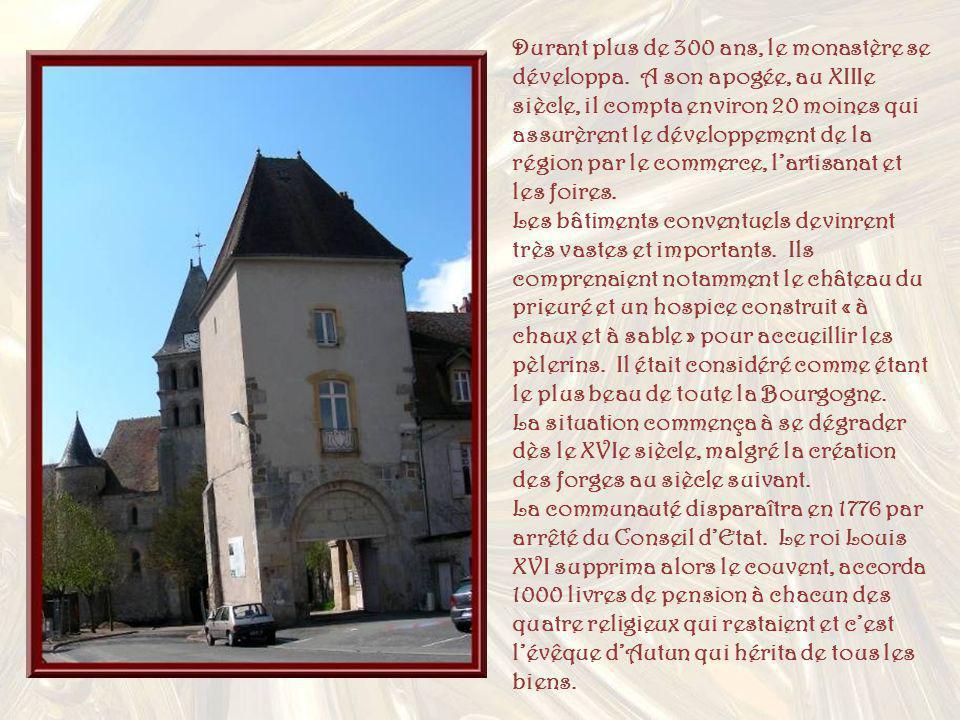 Durant plus de 300 ans, le monastère se développa
