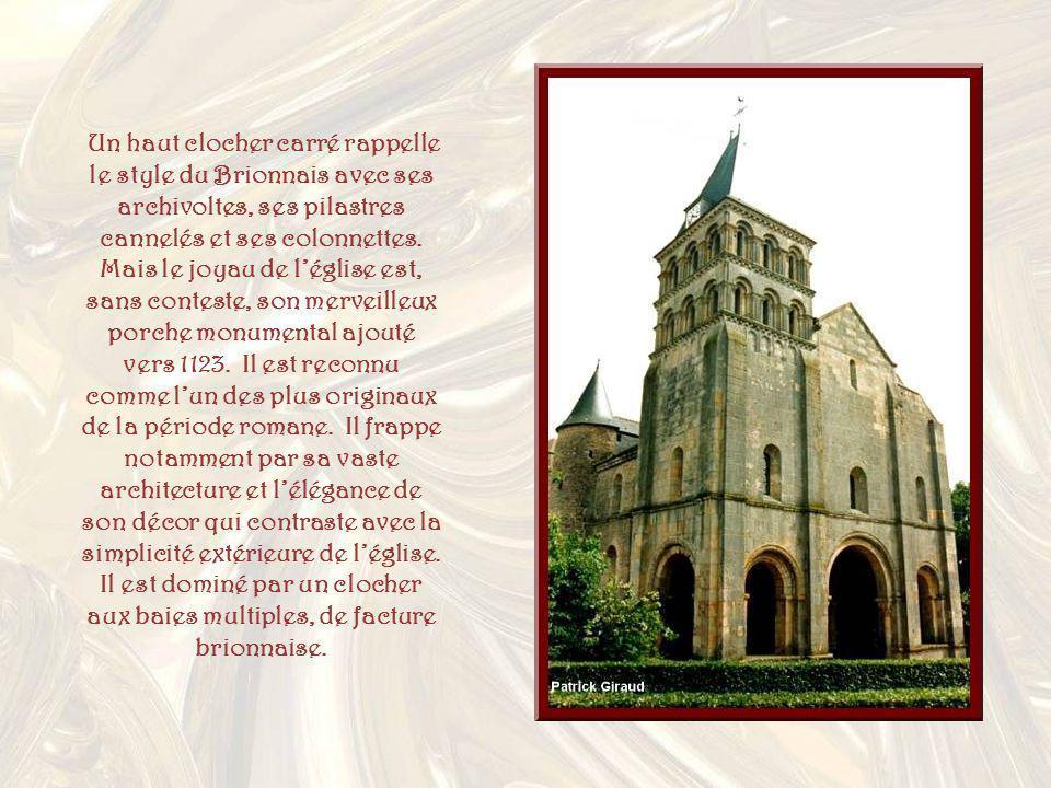 Un haut clocher carré rappelle le style du Brionnais avec ses archivoltes, ses pilastres cannelés et ses colonnettes. Mais le joyau de l'église est, sans conteste, son merveilleux porche monumental ajouté vers 1123. Il est reconnu comme l'un des plus originaux de la période romane. Il frappe notamment par sa vaste architecture et l'élégance de son décor qui contraste avec la simplicité extérieure de l'église.