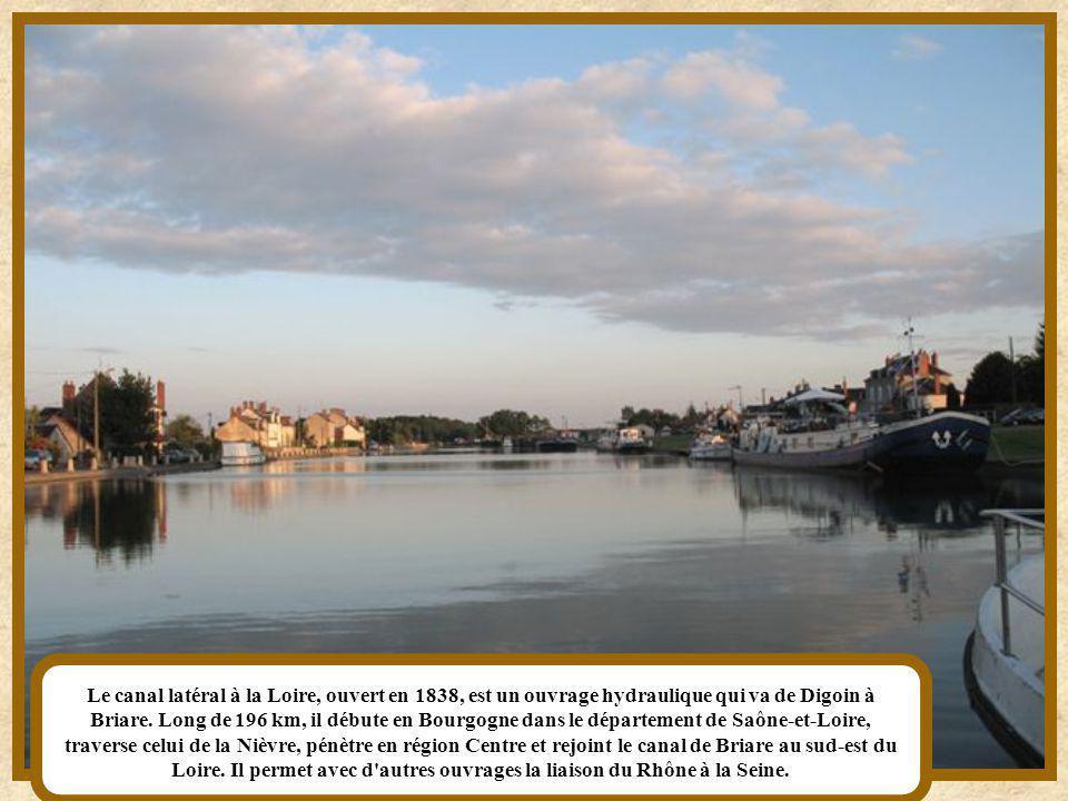 Le canal latéral à la Loire, ouvert en 1838, est un ouvrage hydraulique qui va de Digoin à Briare.
