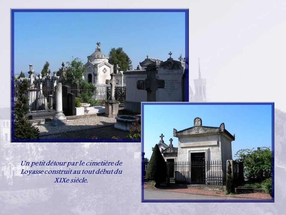 Un petit détour par le cimetière de Loyasse construit au tout début du XIXe siècle.