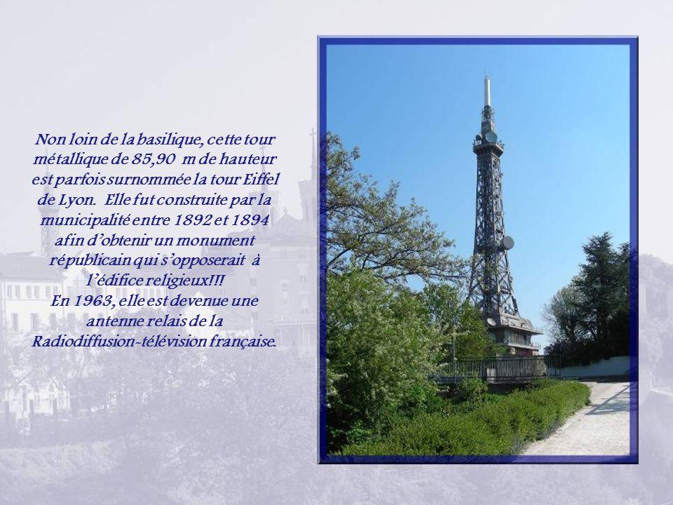 Non loin de la basilique, cette tour métallique de 85,90 m de hauteur est parfois surnommée la tour Eiffel de Lyon. Elle fut construite par la municipalité entre 1892 et 1894 afin d'obtenir un monument républicain qui s'opposerait à l'édifice religieux!!!
