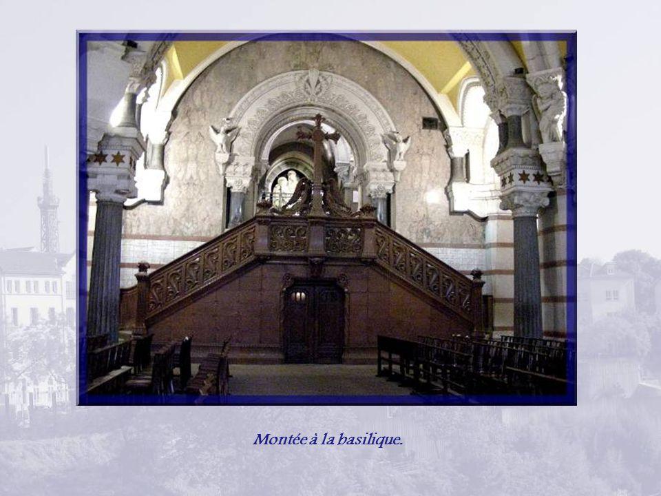 Montée à la basilique.