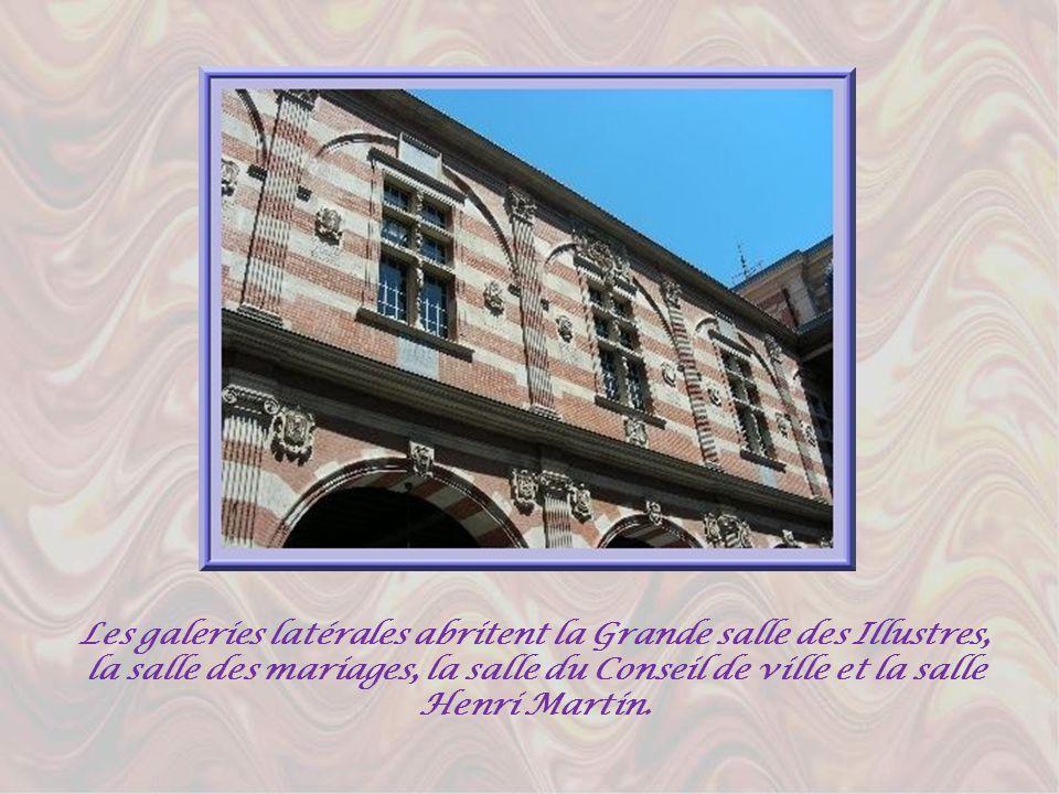 Les galeries latérales abritent la Grande salle des Illustres, la salle des mariages, la salle du Conseil de ville et la salle Henri Martin.
