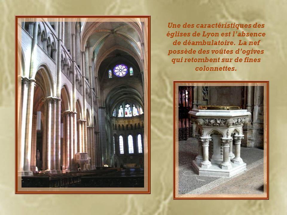 Une des caractéristiques des églises de Lyon est l'absence de déambulatoire.