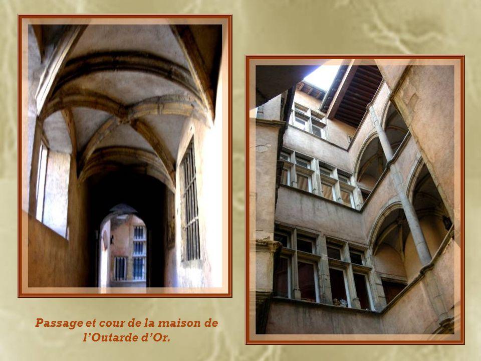Passage et cour de la maison de l'Outarde d'Or.
