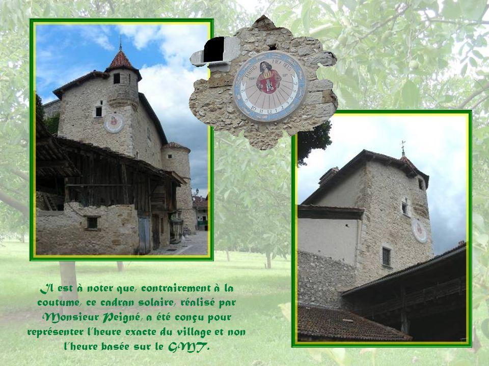 Il est à noter que, contrairement à la coutume, ce cadran solaire, réalisé par Monsieur Peigné, a été conçu pour représenter l'heure exacte du village et non l'heure basée sur le GMT.