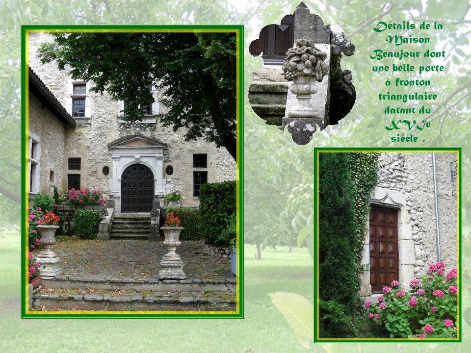 Détails de la Maison Beaujour dont une belle porte à fronton triangulaire datant du XVIe siècle .