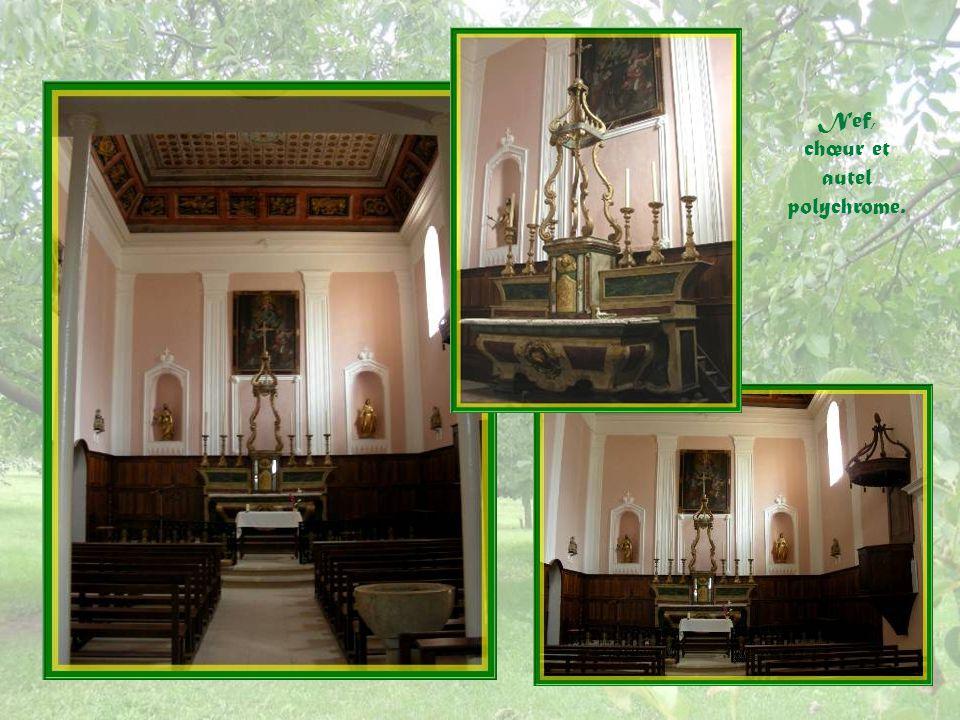 Nef, chœur et autel polychrome.