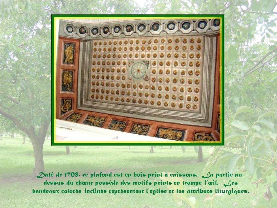 Daté de 1708, ce plafond est en bois peint à caissons