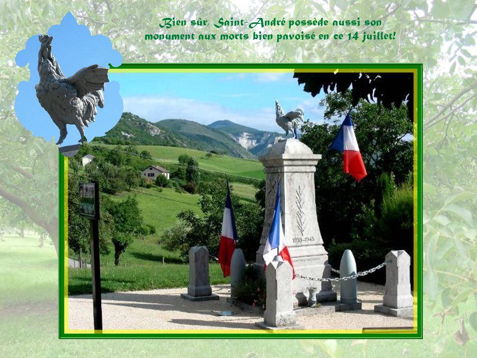 Bien sûr, Saint-André possède aussi son monument aux morts bien pavoisé en ce 14 juillet!