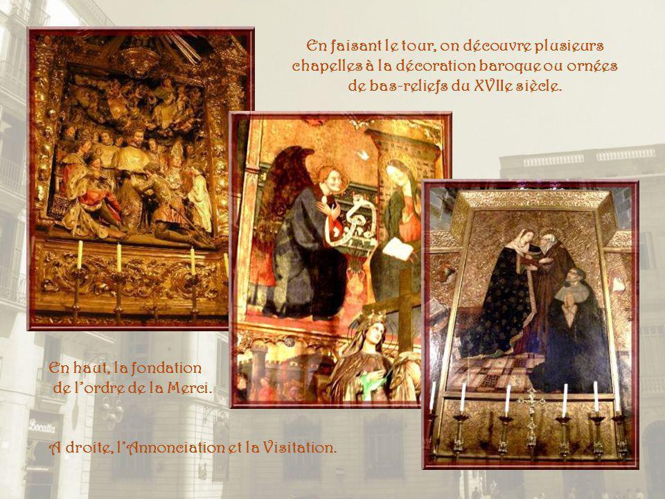 En faisant le tour, on découvre plusieurs chapelles à la décoration baroque ou ornées de bas-reliefs du XVIIe siècle.