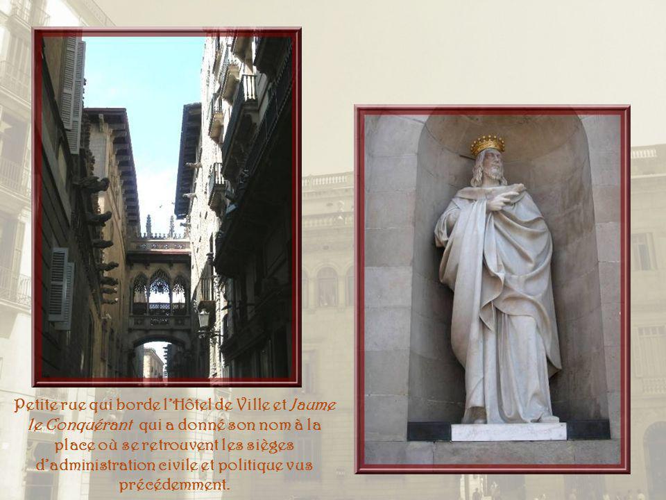 Petite rue qui borde l'Hôtel de Ville et Jaume le Conquérant qui a donné son nom à la place où se retrouvent les sièges d'administration civile et politique vus précédemment.