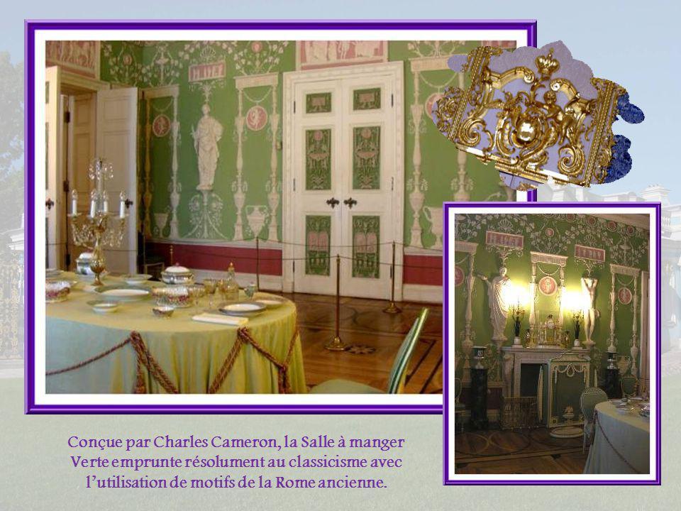 Conçue par Charles Cameron, la Salle à manger Verte emprunte résolument au classicisme avec l'utilisation de motifs de la Rome ancienne.