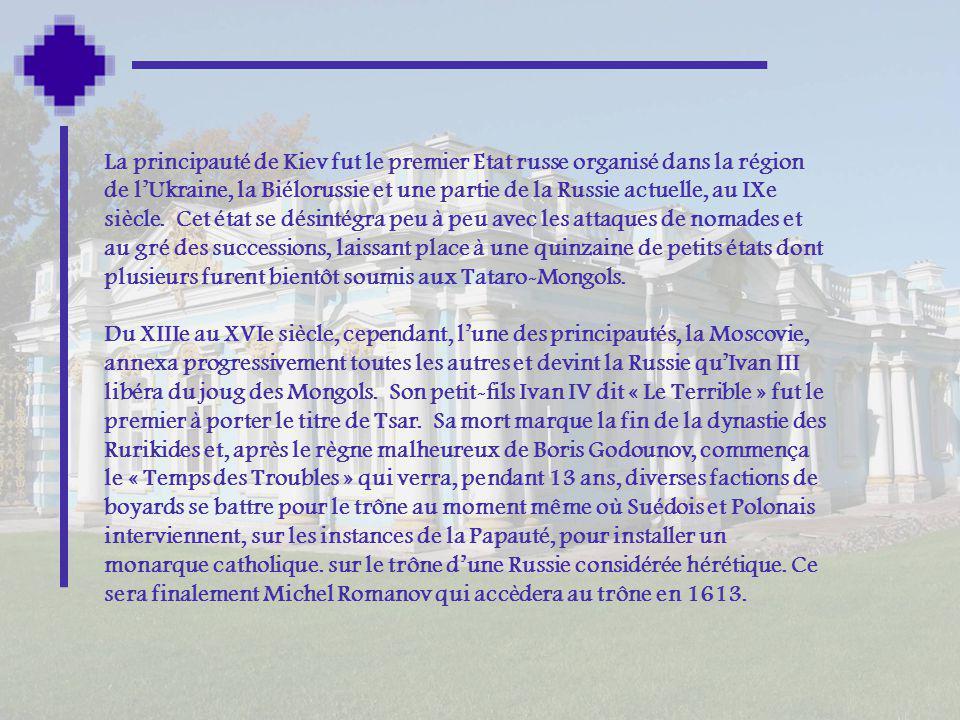 La principauté de Kiev fut le premier Etat russe organisé dans la région de l'Ukraine, la Biélorussie et une partie de la Russie actuelle, au IXe siècle. Cet état se désintégra peu à peu avec les attaques de nomades et au gré des successions, laissant place à une quinzaine de petits états dont plusieurs furent bientôt soumis aux Tataro-Mongols.
