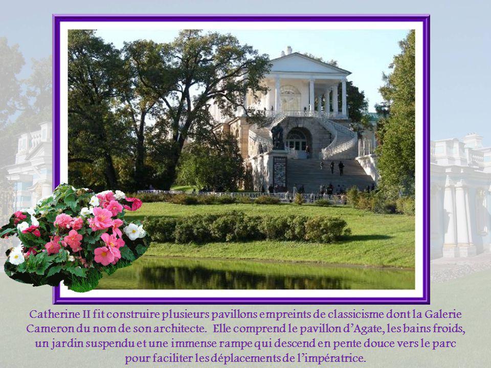 Catherine II fit construire plusieurs pavillons empreints de classicisme dont la Galerie Cameron du nom de son architecte.