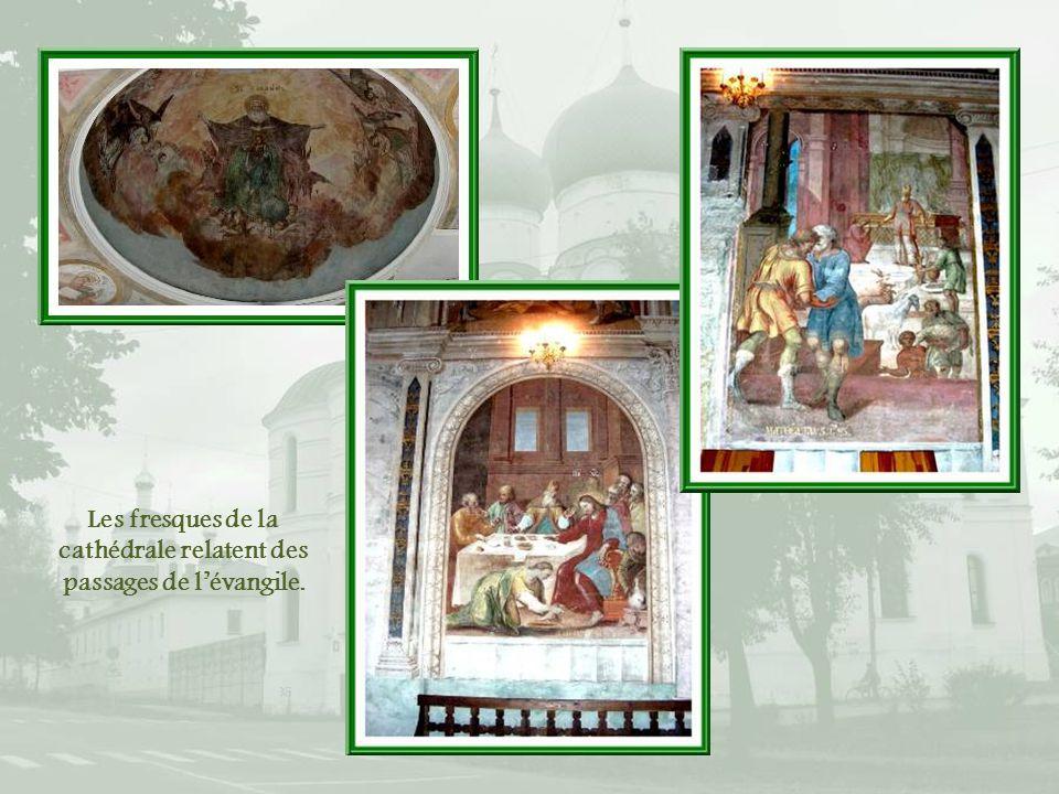 Les fresques de la cathédrale relatent des passages de l'évangile.