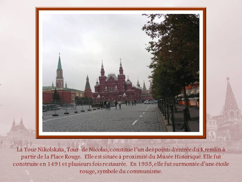 La Tour Nikolskaïa, Tour de Nicolas, constitue l'un des points d entrée du Kremlin à partir de la Place Rouge.