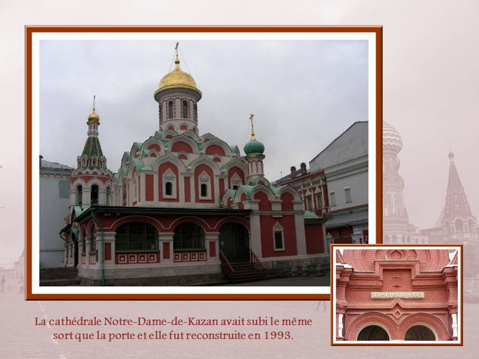 La cathédrale Notre-Dame-de-Kazan avait subi le même sort que la porte et elle fut reconstruite en 1993.