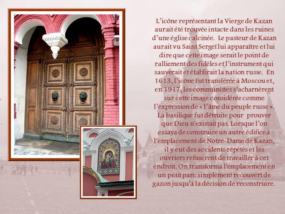 L'icône représentant la Vierge de Kazan aurait été trouvée intacte dans les ruines d'une église calcinée.