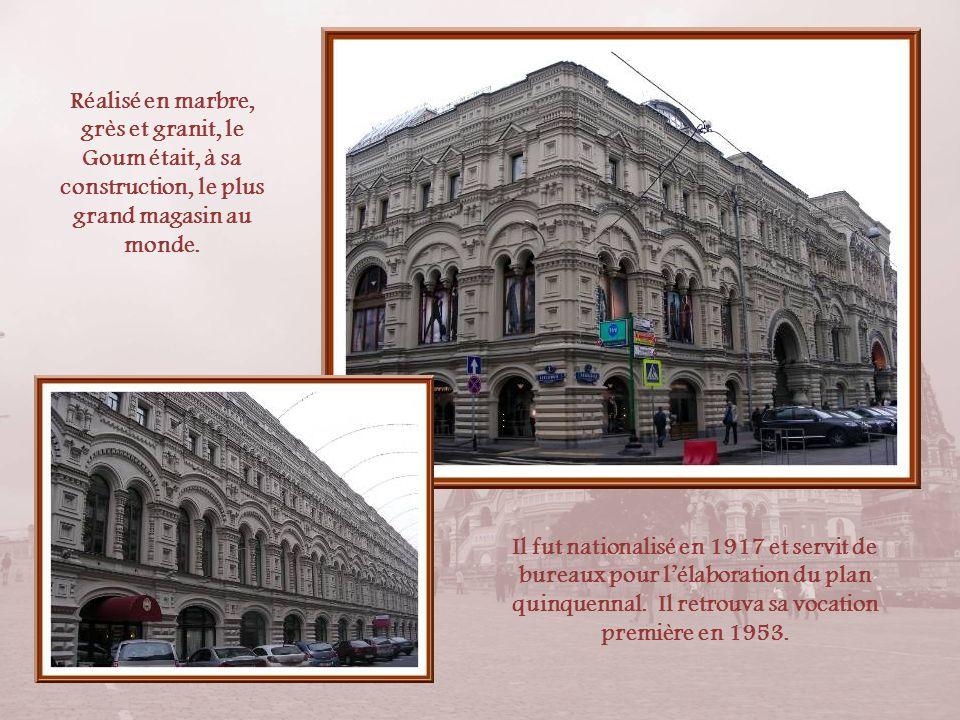 Réalisé en marbre, grès et granit, le Goum était, à sa construction, le plus grand magasin au monde.