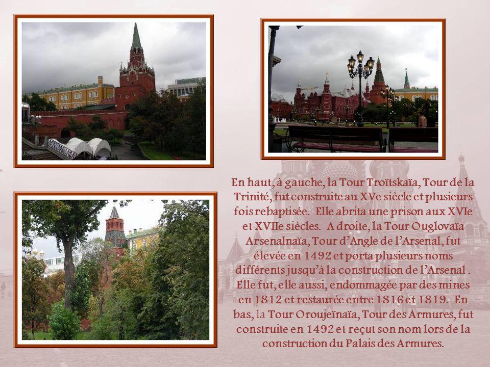 En haut, à gauche, la Tour Troïtskaïa, Tour de la Trinité, fut construite au XVe siècle et plusieurs fois rebaptisée.
