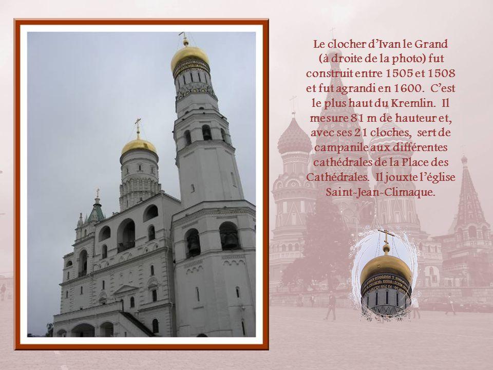 Le clocher d'Ivan le Grand (à droite de la photo) fut construit entre 1505 et 1508 et fut agrandi en 1600.