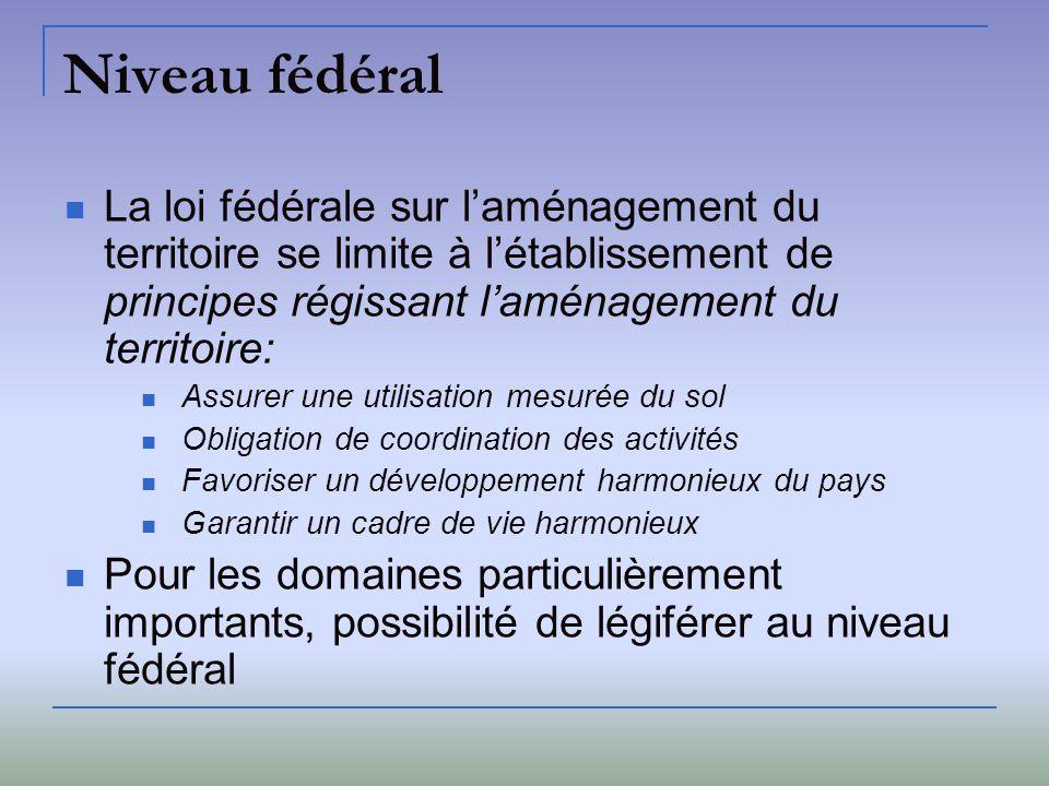 Niveau fédéral La loi fédérale sur l'aménagement du territoire se limite à l'établissement de principes régissant l'aménagement du territoire: