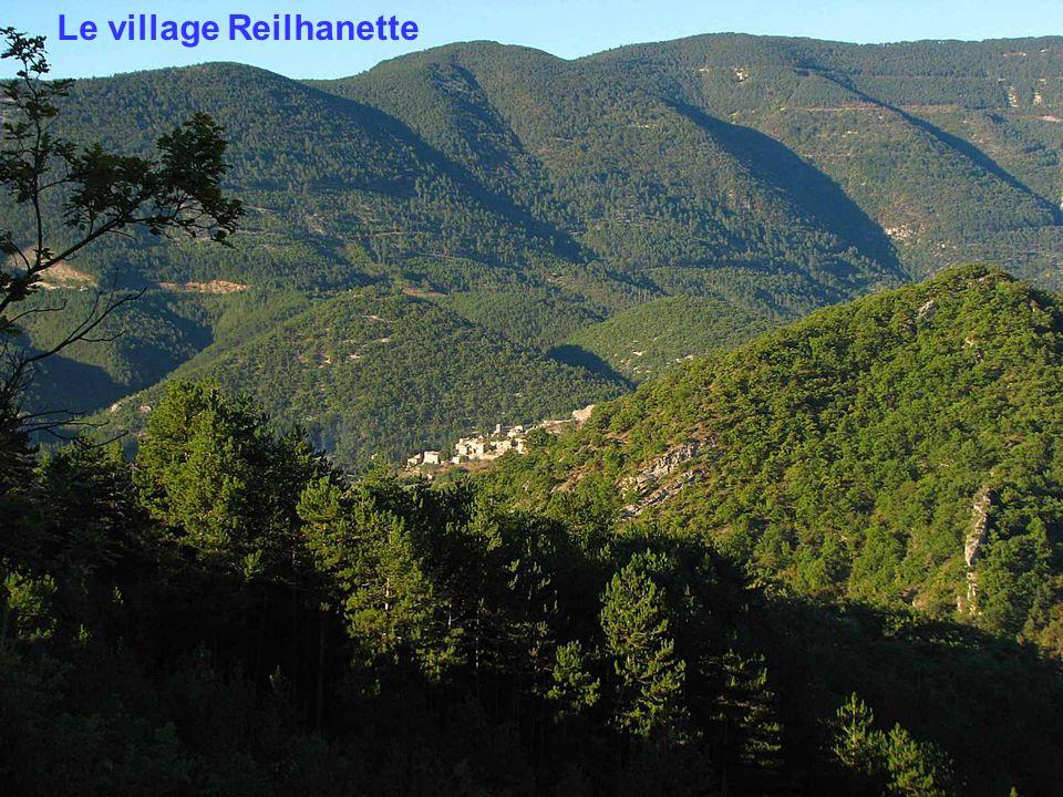 Le village Reilhanette