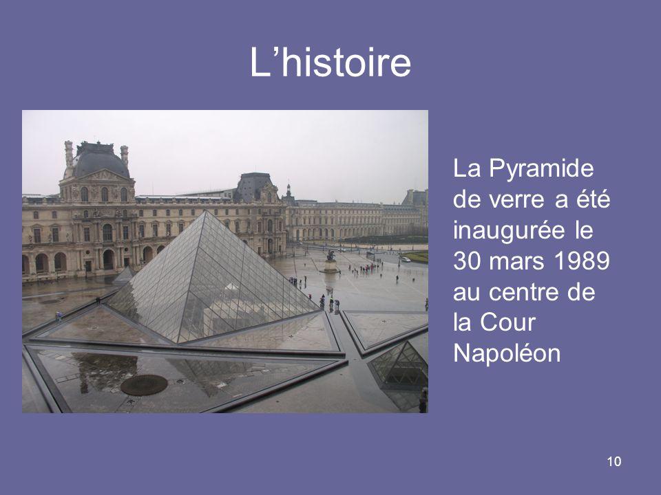 L'histoire La Pyramide de verre a été inaugurée le 30 mars 1989 au centre de la Cour Napoléon