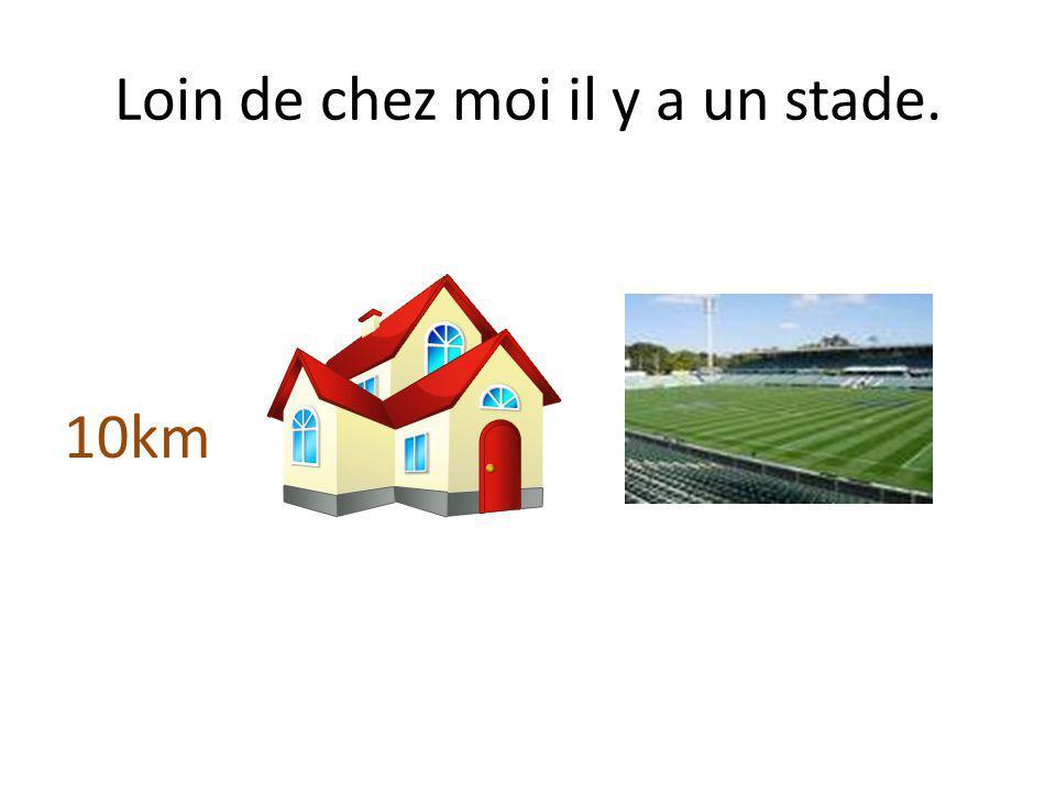 Loin de chez moi il y a un stade.