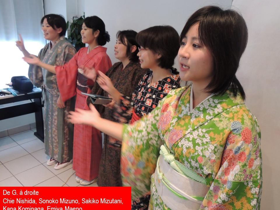 De G. à droite Chie Nishida, Sonoko Mizuno, Sakiko Mizutani, Kana Kominaga, Emiya Maeno