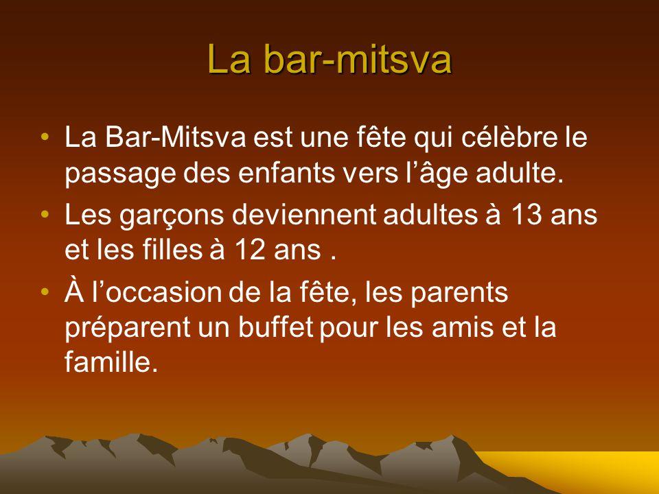 La bar-mitsva La Bar-Mitsva est une fête qui célèbre le passage des enfants vers l'âge adulte.