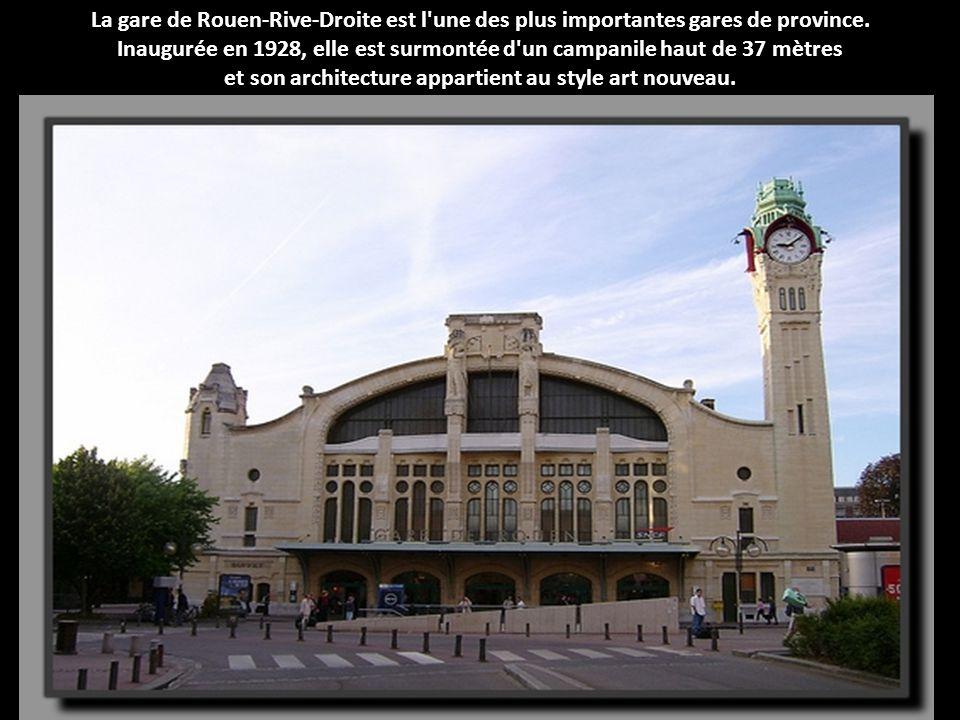 Inaugurée en 1928, elle est surmontée d un campanile haut de 37 mètres