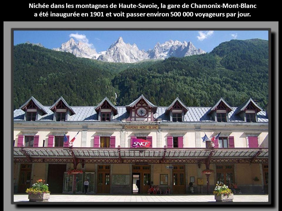 Nichée dans les montagnes de Haute-Savoie, la gare de Chamonix-Mont-Blanc