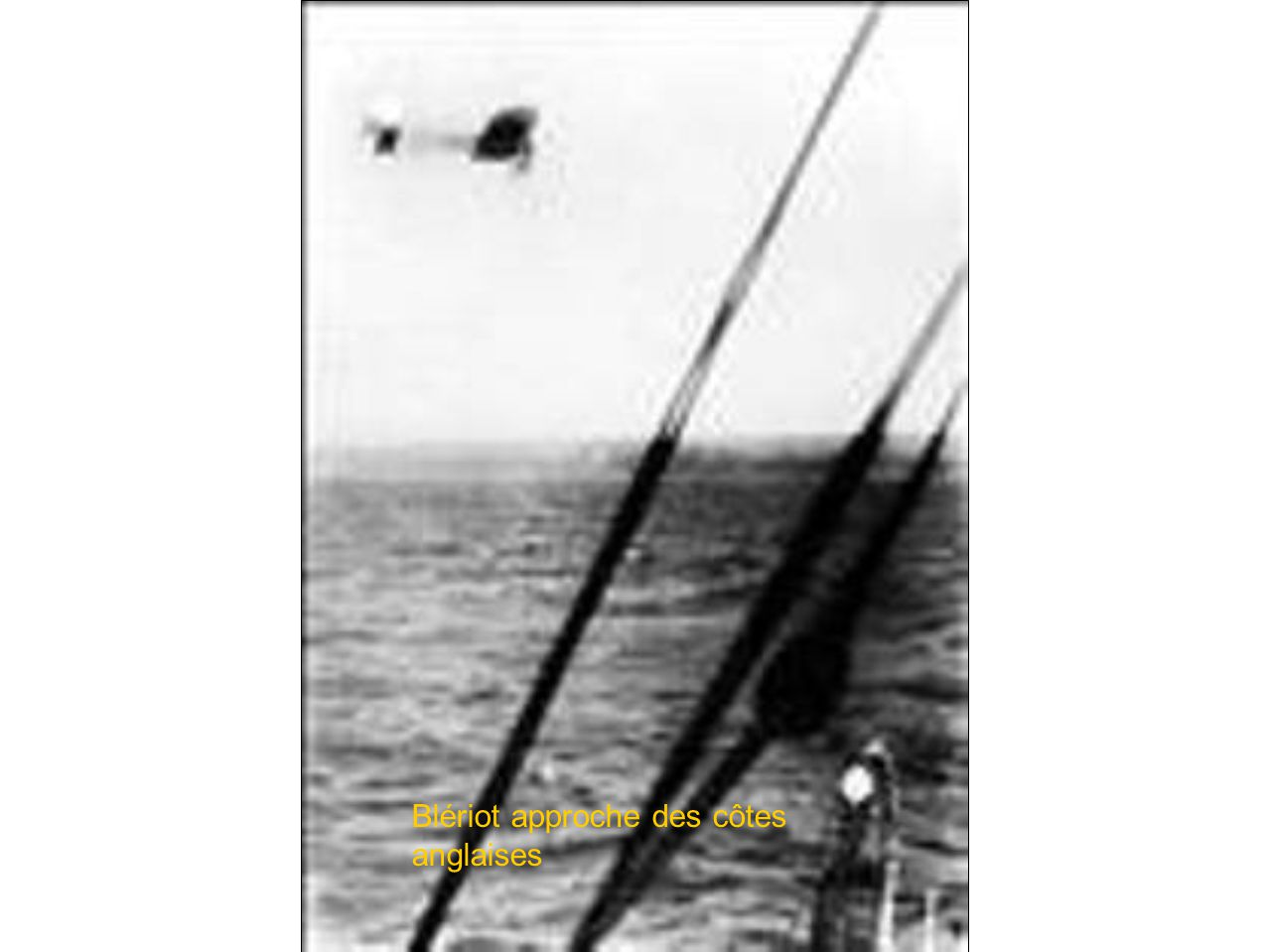 Blériot approche des côtes anglaises