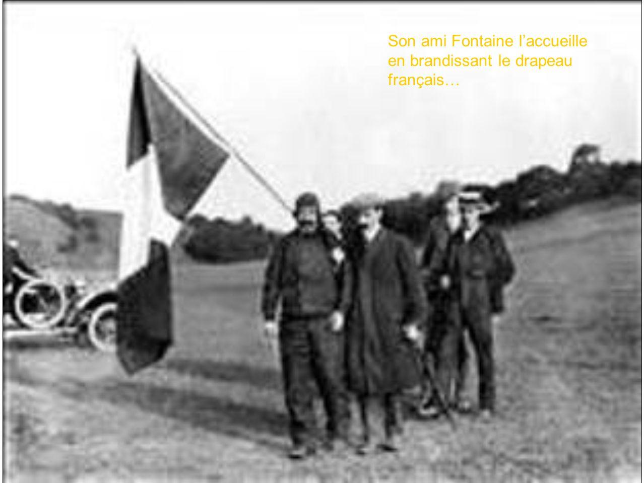 Son ami Fontaine l'accueille en brandissant le drapeau français…