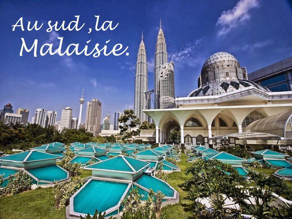 Au sud ,la Malaisie.