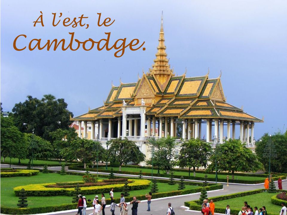 À l'est, le Cambodge.